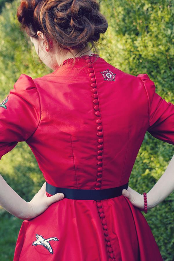 The-couture-company-alterantive-bespoke-wedding-dresses-Regula-Red-dress (2)