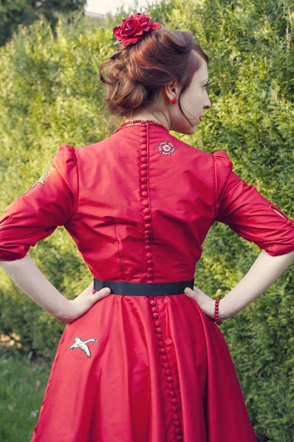 The-couture-company-alterantive-bespoke-wedding-dresses-Regula-Red-dress (4)