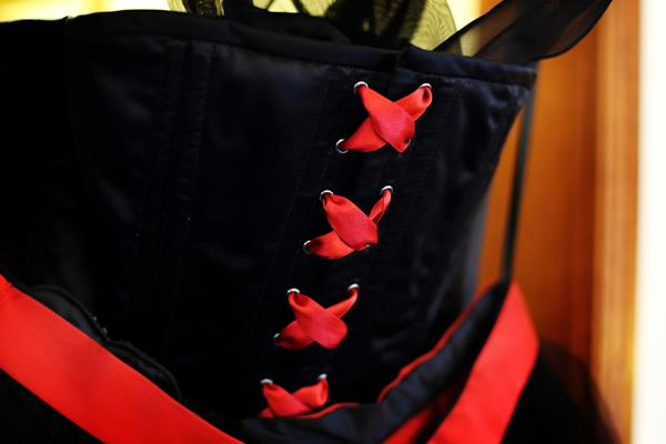 The-couture-company-alternative-bespoke-wedding-dresses-andunusual-quirky-custom-made-black-red-corset-tattoos-bridal-gown-JoC (5) (Copy)