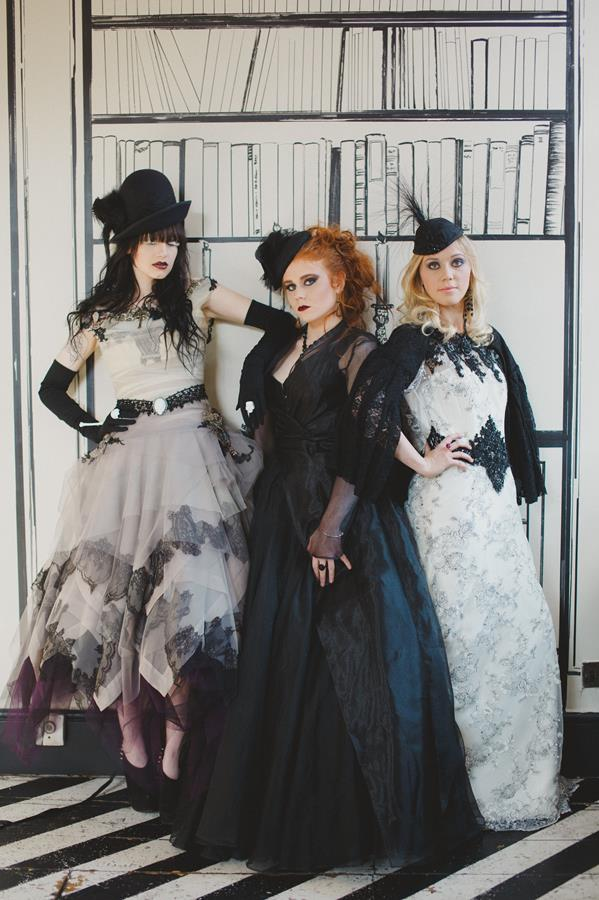 The-couture-company-bespoke-gothic-vintage-alternative-wedding-dresses-tim-burton-black-lace-vampy-victorian-photo-Nicki-Feltham (21)