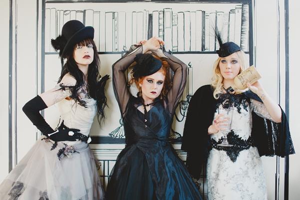 The-couture-company-bespoke-gothic-vintage-alternative-wedding-dresses-tim-burton-black-lace-vampy-victorian-photo-Nicki-Feltham (23)