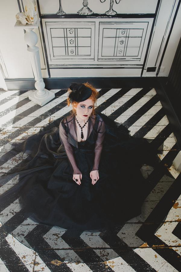 The-couture-company-bespoke-gothic-vintage-alternative-wedding-dresses-tim-burton-black-lace-vampy-victorian-photo-Nicki-Feltham (29)