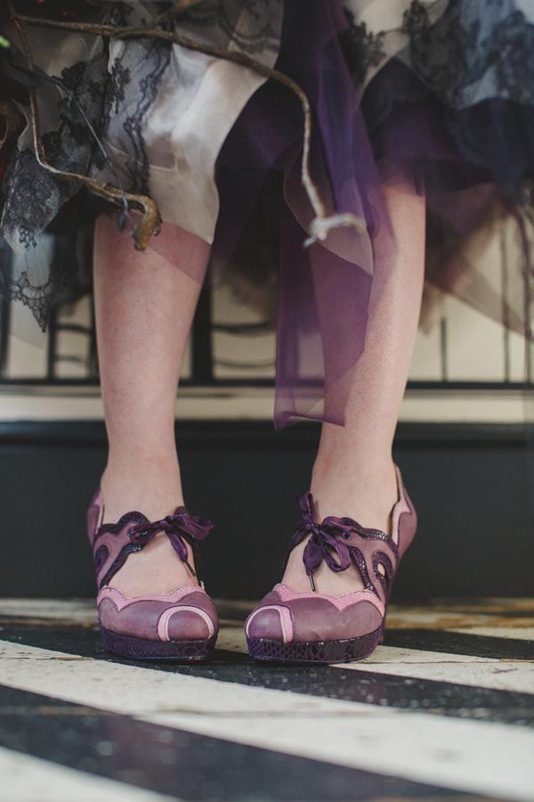 The-couture-company-bespoke-gothic-vintage-alternative-wedding-dresses-tim-burton-black-lace-vampy-victorian-photo-Nicki-Feltham (4)