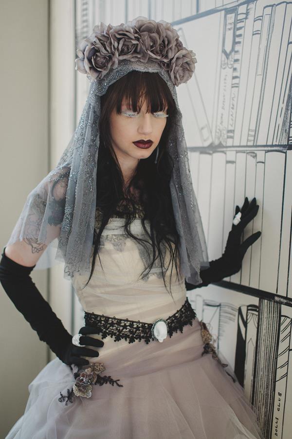 The-couture-company-bespoke-gothic-vintage-alternative-wedding-dresses-tim-burton-black-lace-vampy-victorian-photo-Nicki-Feltham (7)