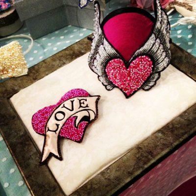 LOVE brooch-Pink