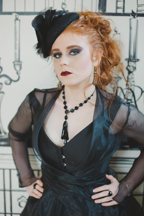 The-couture-company-bespoke-gothic-vintage-alternative-wedding-dresses-tim-burton-black-lace-vampy-victorian-photo-Nicki-Feltham (19)