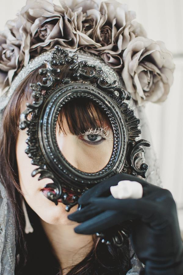 The-couture-company-bespoke-gothic-vintage-alternative-wedding-dresses-tim-burton-black-lace-vampy-victorian-photo-Nicki-Feltham (3)