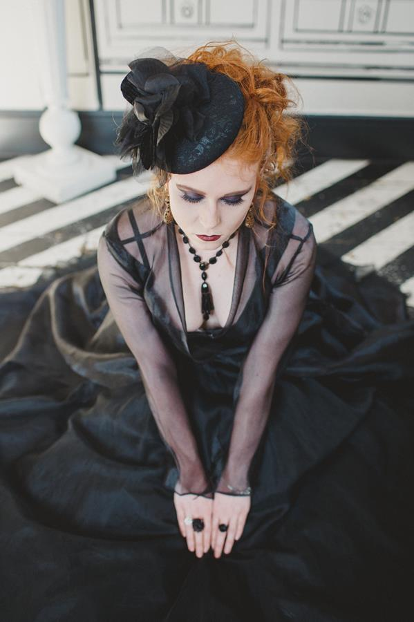 The-couture-company-bespoke-gothic-vintage-alternative-wedding-dresses-tim-burton-black-lace-vampy-victorian-photo-Nicki-Feltham (31)