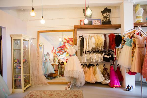 the-couture-company-new-shop-boutique-alternative-unique-wedding-bridal-dresses-dress-gowns-quirky-unusual-coloured-lee-allen-photography (22)